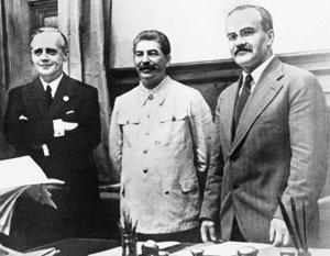 Кто вынудил СССР подписать пакт с Риббентропом